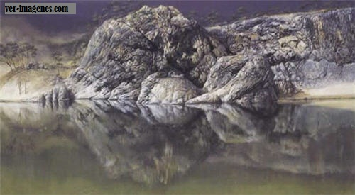Formacion rocosa en un lago de birmania