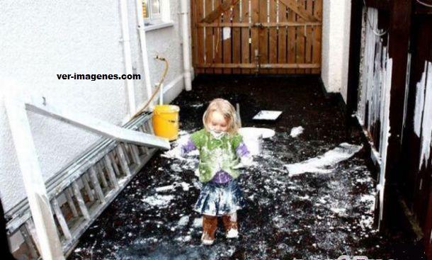 Miren, la niña bonita nos está ayudando a pintar
