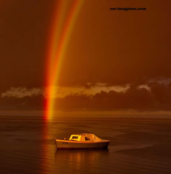 "Un fotógrafo capta una raro ""gemelo"" de arco iris en australia"
