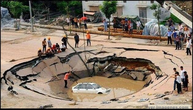 Cuando hay un gran agujero en la calle!