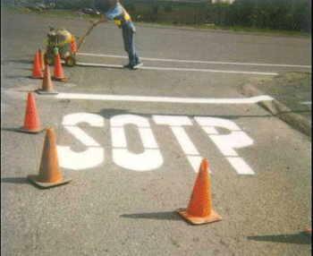 Pintor de señales de trafico.
