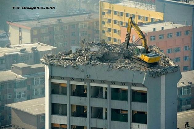 El trabajo más peligroso que se puede hacer en una excavadora