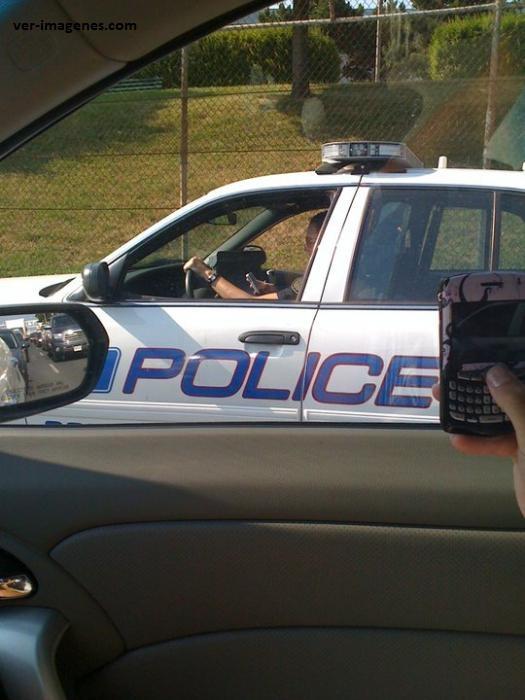 La policía siempre vigila y respeta la ley