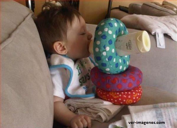 Tienes que darle de comer al bebé y lavar al mismo tiempo?