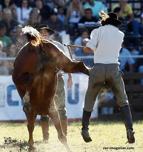 Ouch! la patada más dolorosa jamás vista!