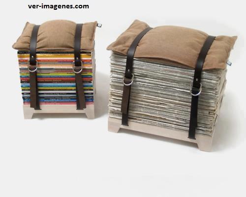 Taburetes hechos con revistas