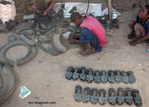 Sandalias recicladas