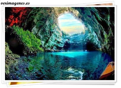 Cueva melissani en grecia