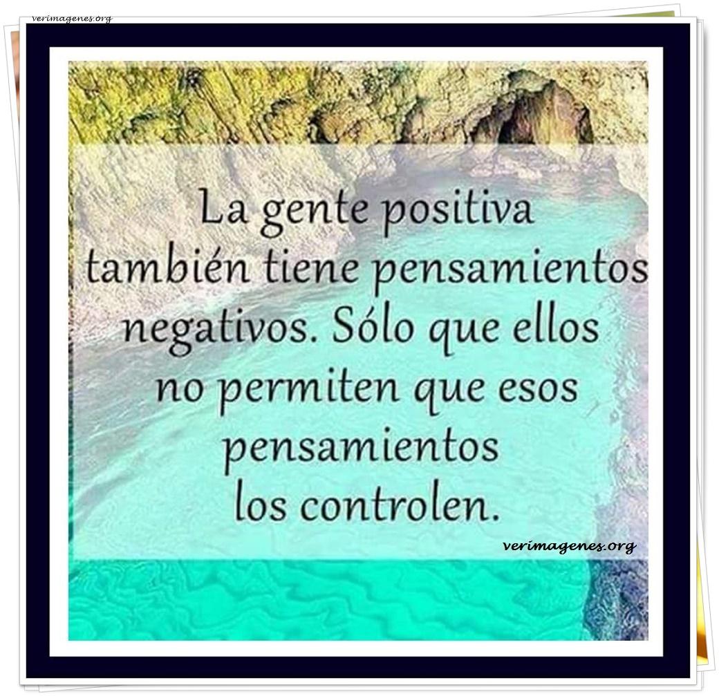 La gente positiva también tiene pensamientos negativos