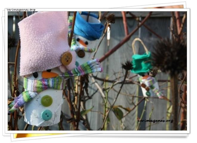 Muñecos de nieve con rollos de papel higiénico