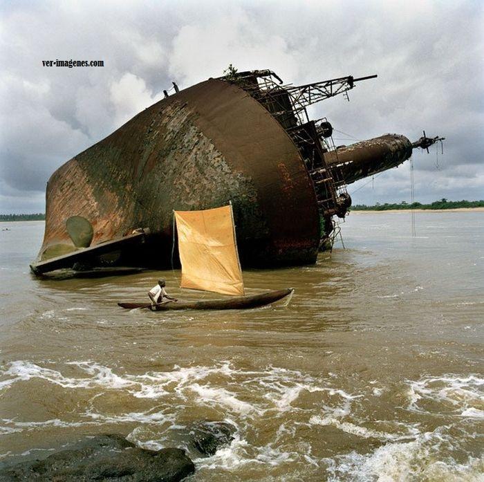 Canoa y barco
